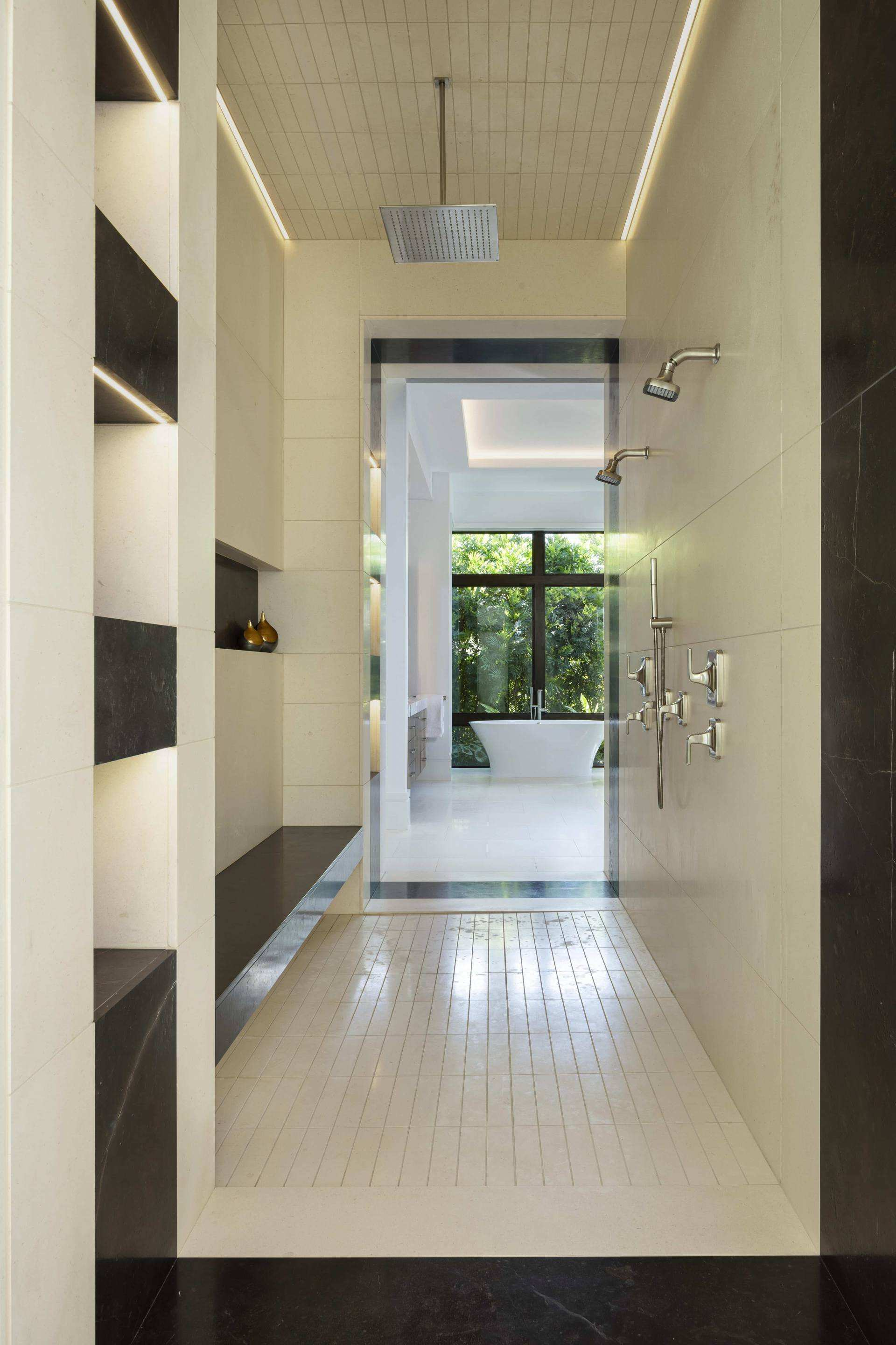 Port Royal Home - Black and White Shower